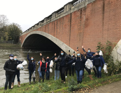 GROHE UK team tackles Thames' plastic litter